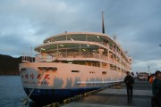 朝6:00。日の出とともに伊豆大島へ到着。
