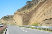 島の南西側、35kmすぎ地点にある、「地層大切断面」。ここからゴールまでが長かった・・