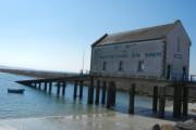 いくつかのハーバーや港をまわりました。干満の差が大きいので艇庫から伸びるスロープも長くてビックリ