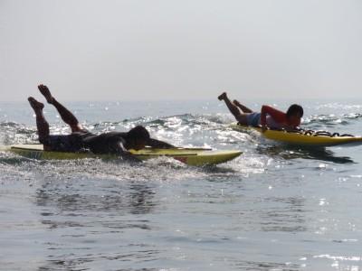 サーフポイントでもある平砂浦へ移動してボード、ボディボード、ボディーサーフィンなどのサーフスキル(波乗り)も楽しめました
