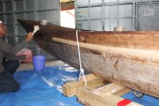 今年3月に進水式をし、5月に初めて肝油を塗ってから約6ヶ月。油は落ちて木が乾燥しています。