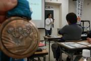 夜の講義ではアトランタ・シドニーオリンピック水泳自由形の選手だった源純夏さんのお話