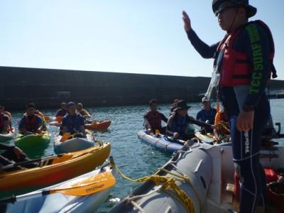 シーカヤックを使っての指導のほか、海上保安庁による救助法や着衣泳のデモンストレーションもありました