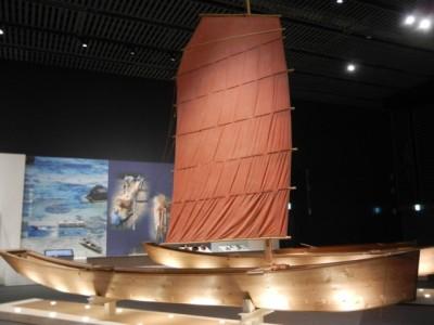 本部町にある海洋文化館にはサバニが展示されていました
