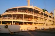 大島岡田港に入港したときは朝陽がまぶしいです