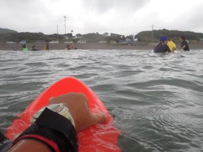 ボディーボードも徐々にコツをつかんできて、波に乗れる学生が増えています。私はもちろんボディサーフィンで思う存分波に乗りました