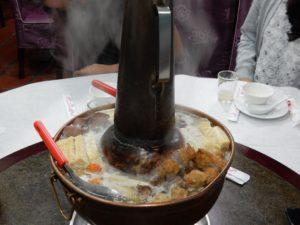 懇親会はこれも毎度おなじみの鍋のお店。台湾人も鍋が好きなんですかね。